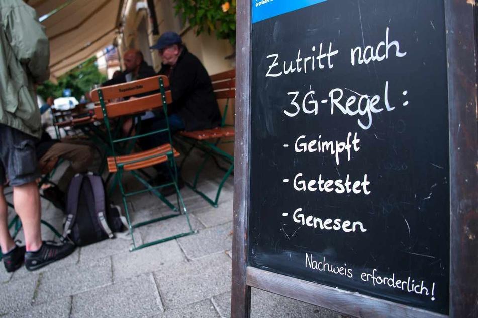 Ab Donnerstag gilt im Landkreis Zwickau beim Restaurantbesuch die 3G-Regel (Symbolbild).