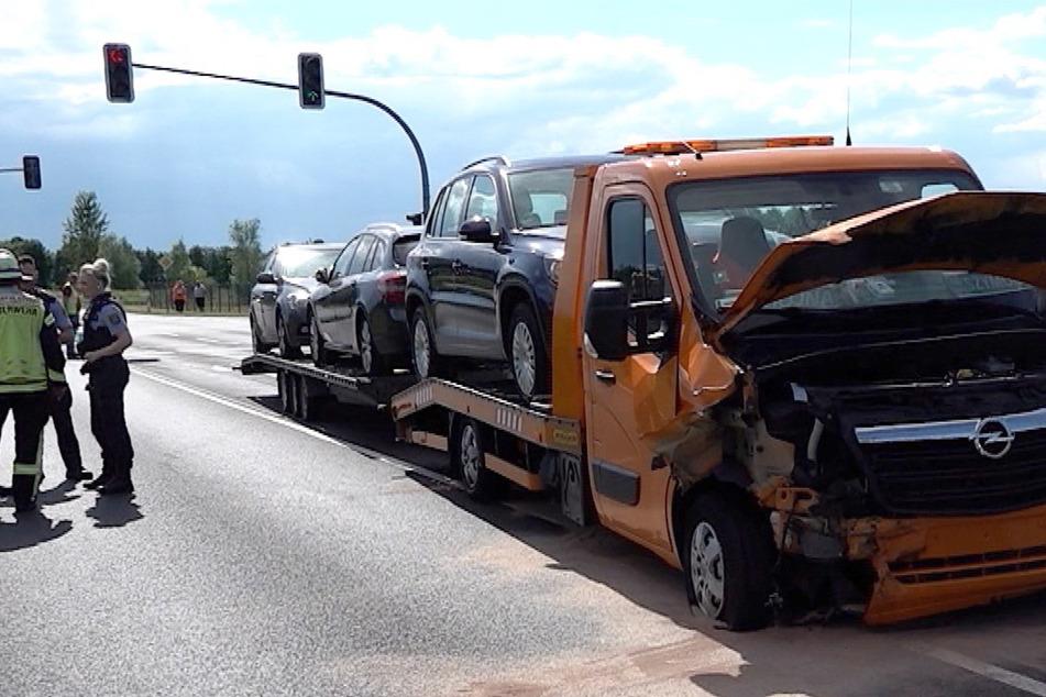 Heftiger Unfall mit Transporter: Drei Personen schwer verletzt