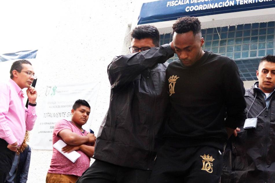 Wegen brutaler häuslicher Gewalt: Fußball-Nationalspieler gefeuert!