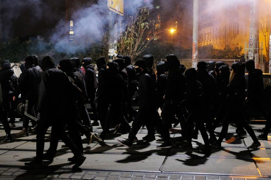 Leipzig Connewitz: Ausschreitungen in Leipzig-Connewitz: Auch Polizeigewalt gemeldet