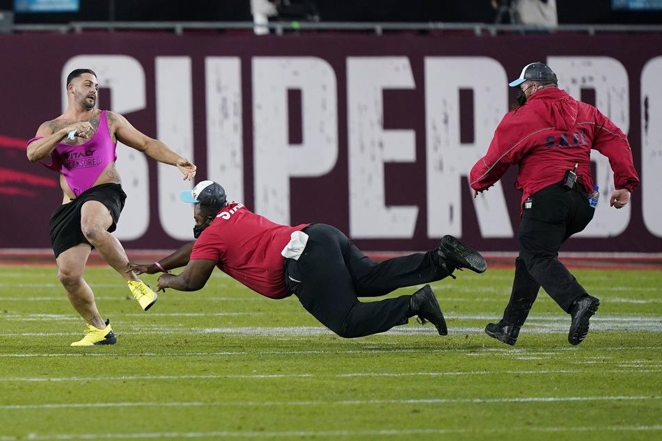 Flitzer sorgt beim Super Bowl für Aufsehen!