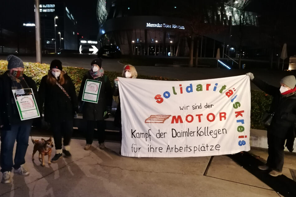 Daimler-Arbeiter bangen um ihre Jobs und reagieren mit kreativer Protest-Aktion!