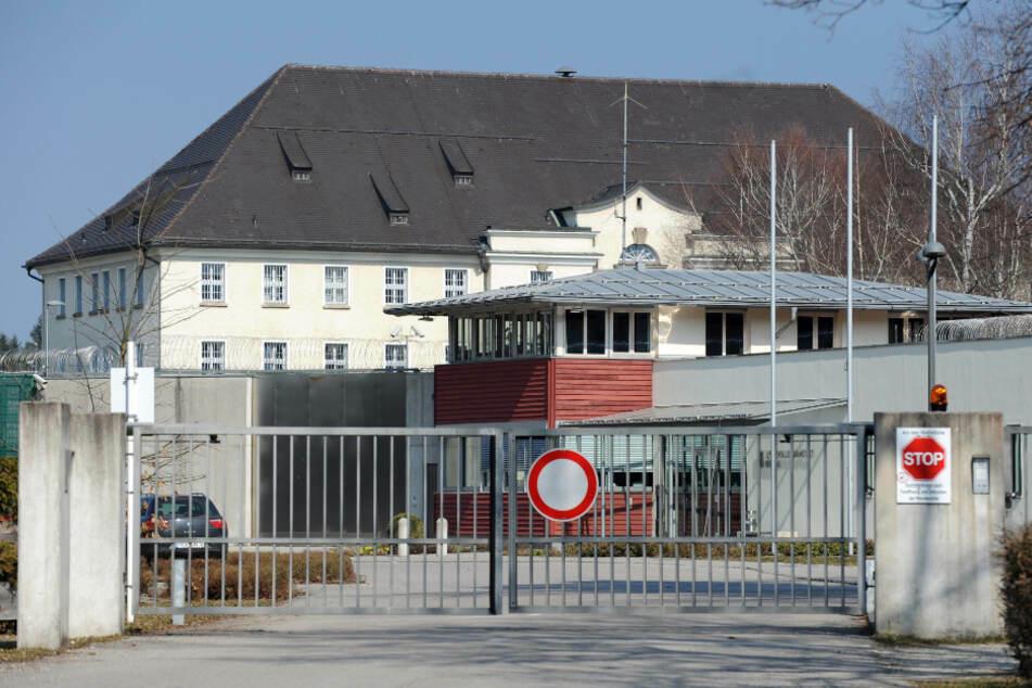 Gefangenen in Zelle tödlich verletzt: Mithäftling vor Gericht