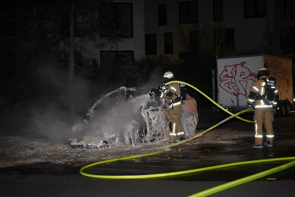 Ein Tesla brannte in Dahlem in der Nacht von Montag auf Dienstag.