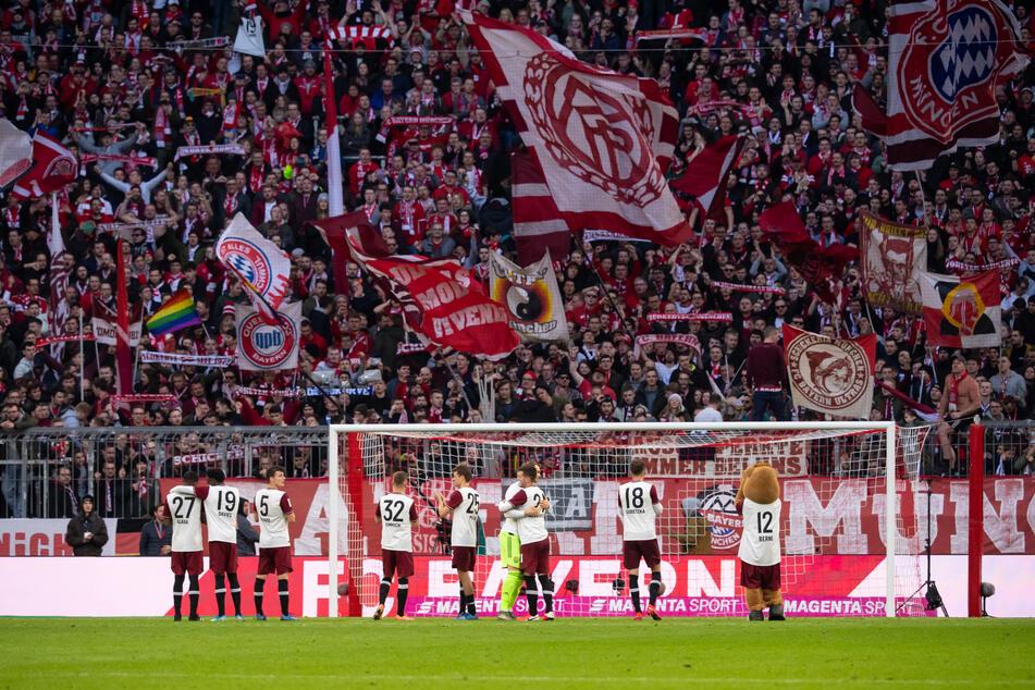 Volle Hütte in der Allianz Arena gegen den FC Augsburg Anfang März. Wann dürfen die Fans wieder ins Stadion?