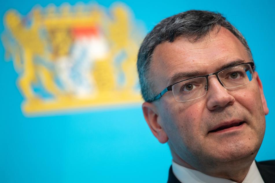 Florian Herrmann (CSU) nimmt nach der Kabinettssitzung an einer Pressekonferenz teil.