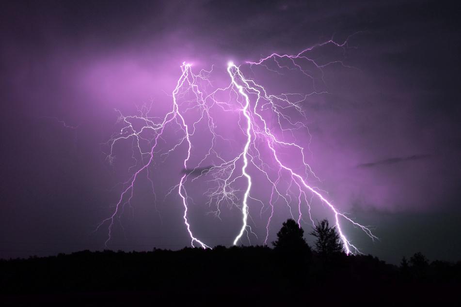 Der Deutsche Wetterdienst warnt vor starken Gewittern in Sachsen.
