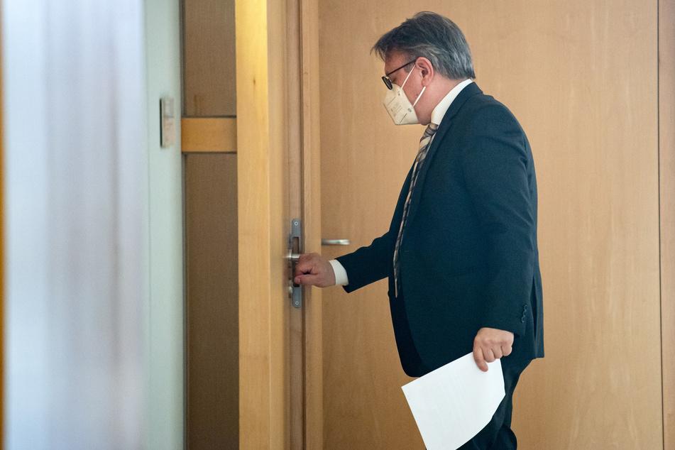 Dem ehemaligen stellvertretenden Vorsitzenden der CDU/CSU-Bundestagsfraktion Georg Nüßlein (51, CSU) wird Korruption im Zusammenhang mit Maskengeschäften vorgeworfen.