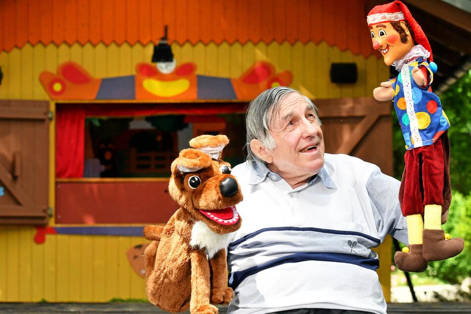 Stefan Flinner (72) mimt seit 30 Jahren den Kasper im Dresdner Zoo.