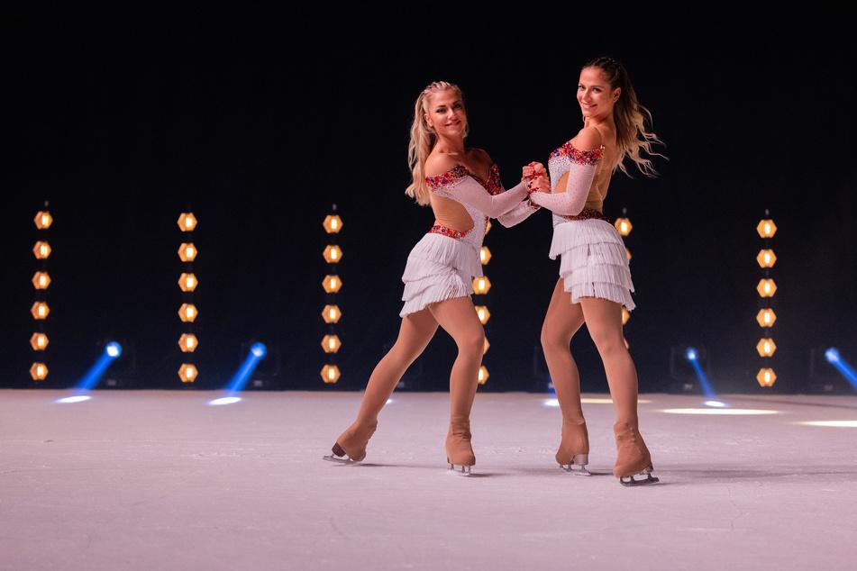 """Die Zwillinge Cheyenne (r.) und Valentina Pahde (27) sind die prominenten Gaststars der neuen """"Holiday on Ice""""-Tour."""
