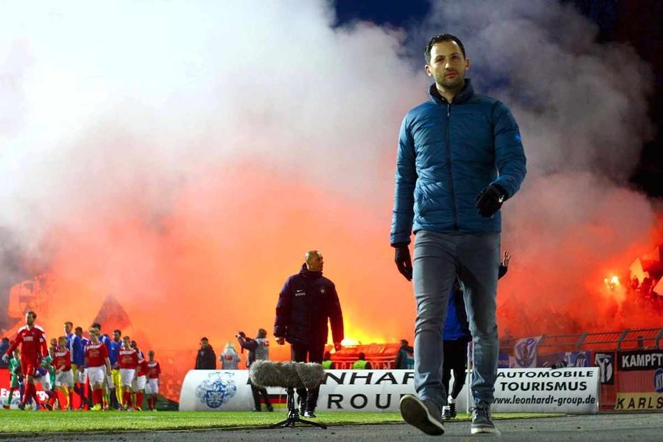 Trainer Domenico Tedesco (35) feierte erst mit Aue den Zweitliga-Klassenerhalt, dann nach seinem Wechsel mit Schalke die Vize-Meisterschaft.