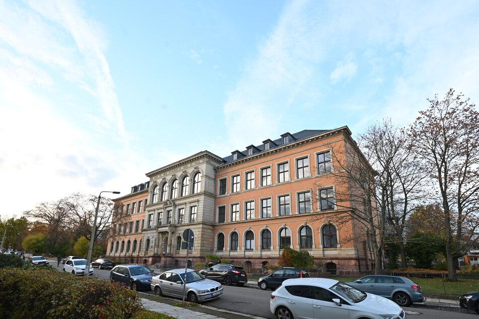 Im Berufsschulzentrum Wielandstraße sollen Azubis aus- und Gymnasiasten einziehen.