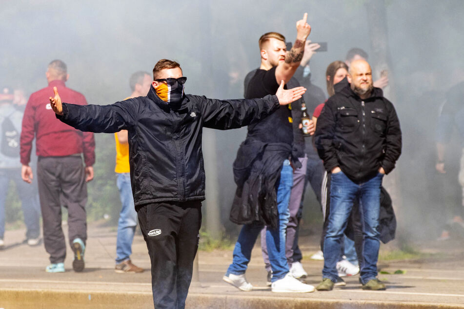 Nicht alle Anhänger beherzigten das Leitbild des Vereins und die Fancharta bei den Ausschreitungen rund um das Aufstiegsspiel.