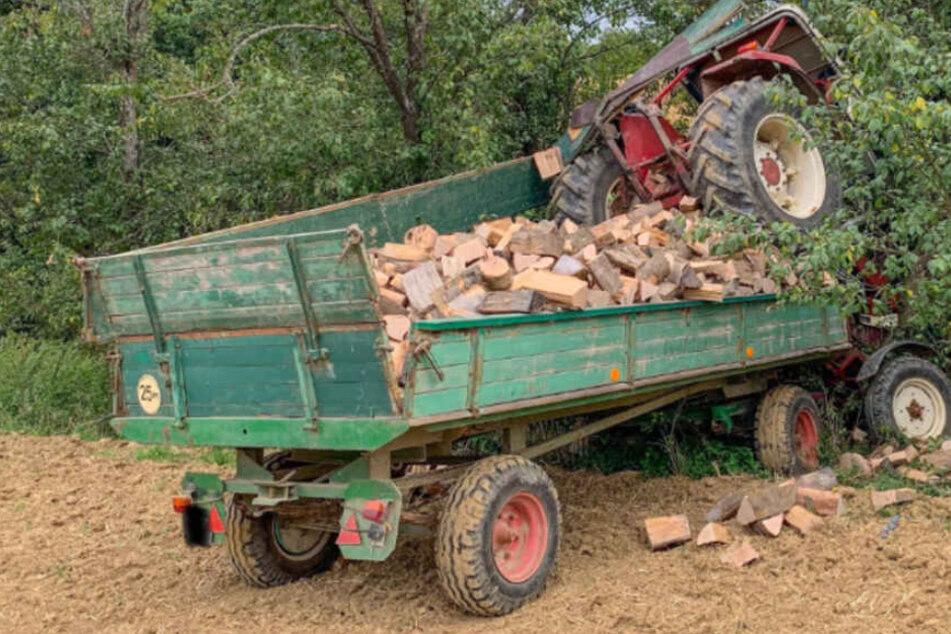 Tödlicher Unfall: Mann vom eigenen Traktor überrollt