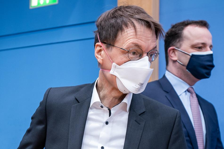 SPD-Gesundheitsexperte Karl Lauterbach (58, l) hat sich für einen noch härteren Lockdown ausgesprochen.