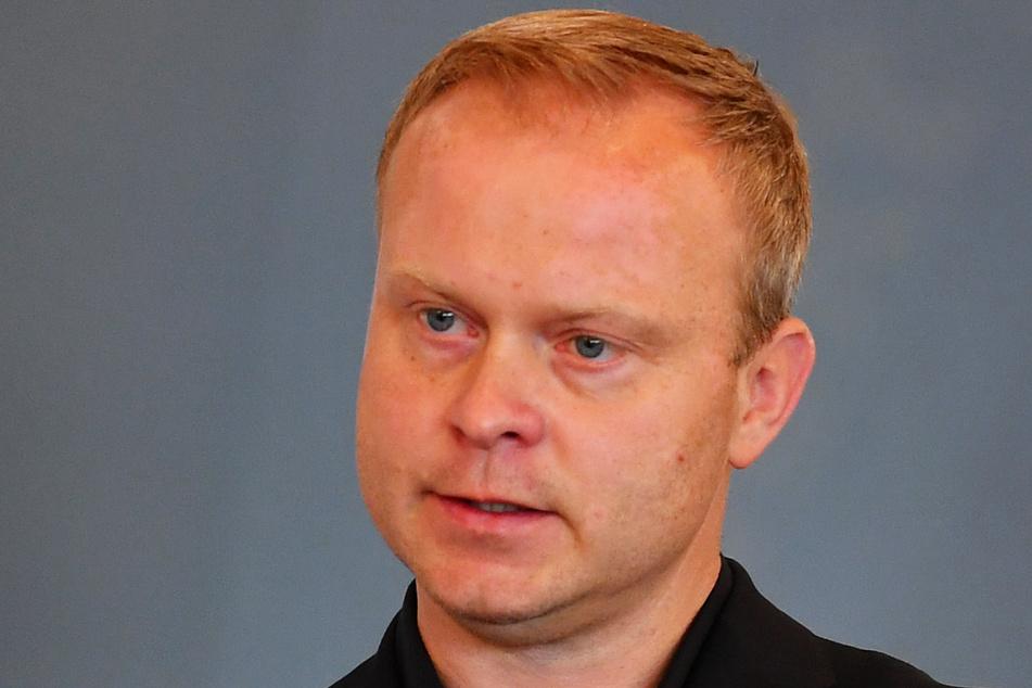 HCE-Sportchef Karsten Wöhler (46) wünscht Nils Gugisch (23) für die Zukunft alles Gute.