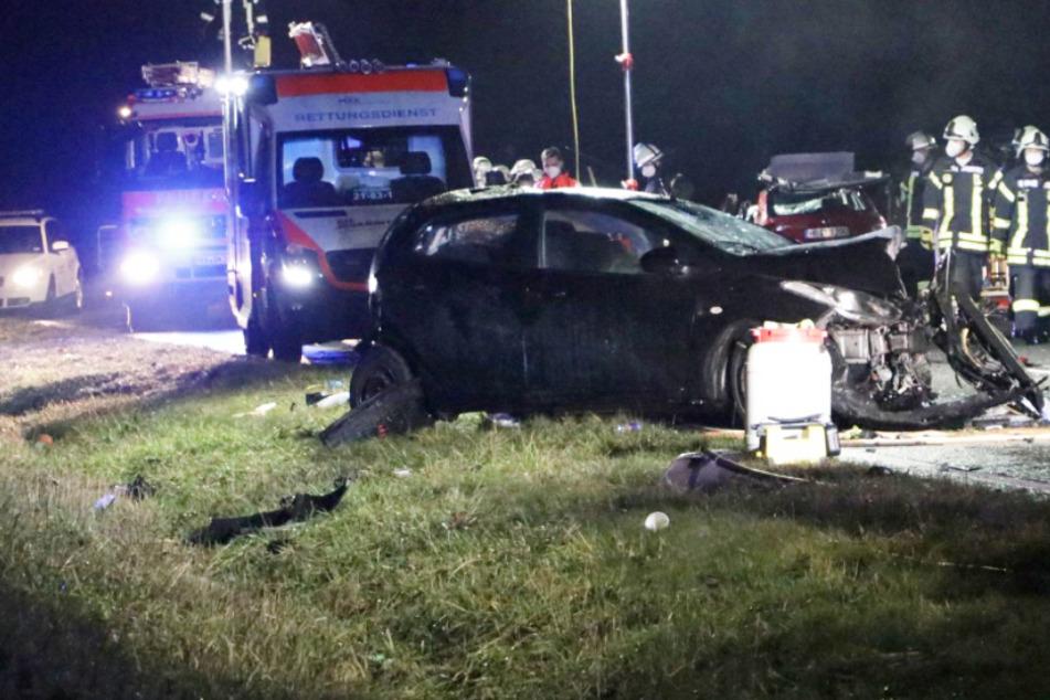 Sowohl die Fahrerin des Mazda als auch die 45-jährige Frau im Skoda mussten von den Rettungskräften aus ihren Autos befreit werden.