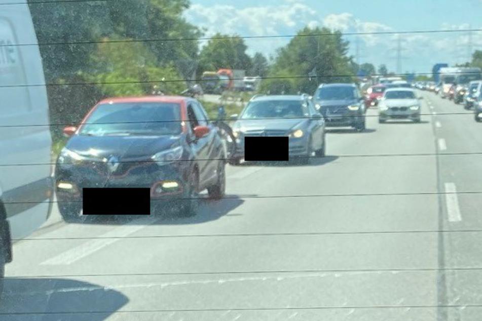 Keinen Bock auf Rettungsgasse: Jetzt wird es für diese BMW-Fahrerin unangenehm!