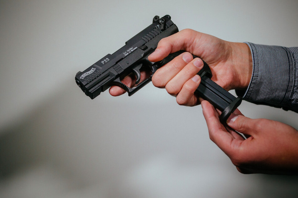 In Oberbayern hat ein Mann auf seine Ehefrau geschossen. (Symbolbild)