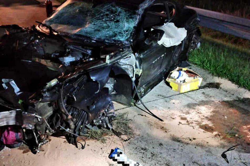 Bei dem Anblick des Wracks grenzt es an ein Wunder, dass Julia Jasmin Rühle den Unfall ohne schwere Verletzungen überstanden hat.