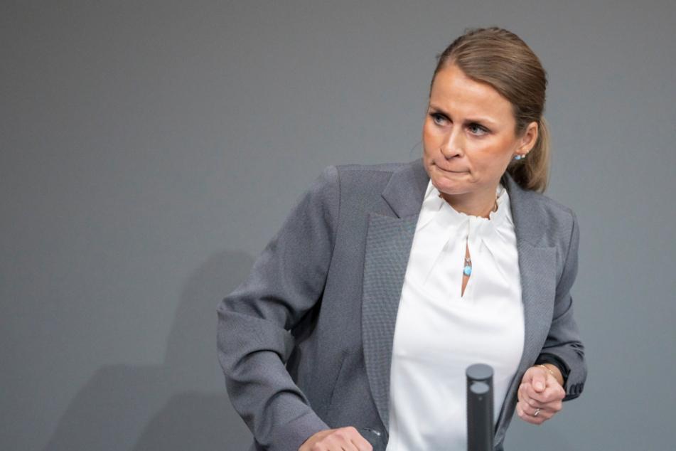 AfD-Landesvorsitzende Corinna Miazga an Brustkrebs erkrankt!