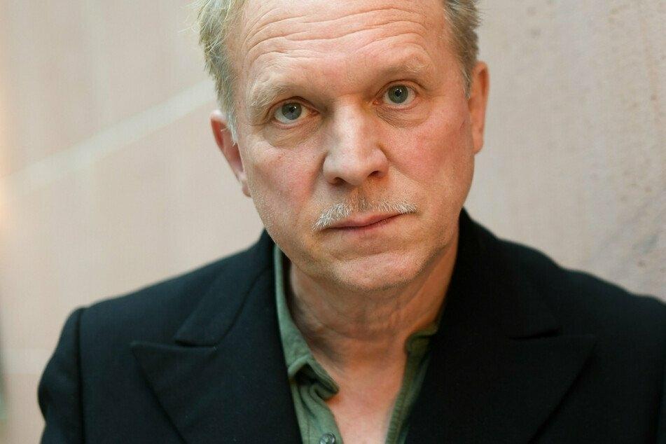 Tatort-Star Ulrich Tukur hat ein Faible für Friedhöfe, vor dem Tod hat er Respekt