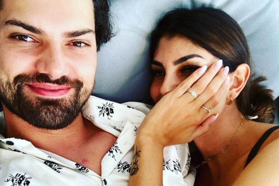 Jimi und Yeliz sind in Berlin auf der Suche nach einer gemeinsamen Wohnung.