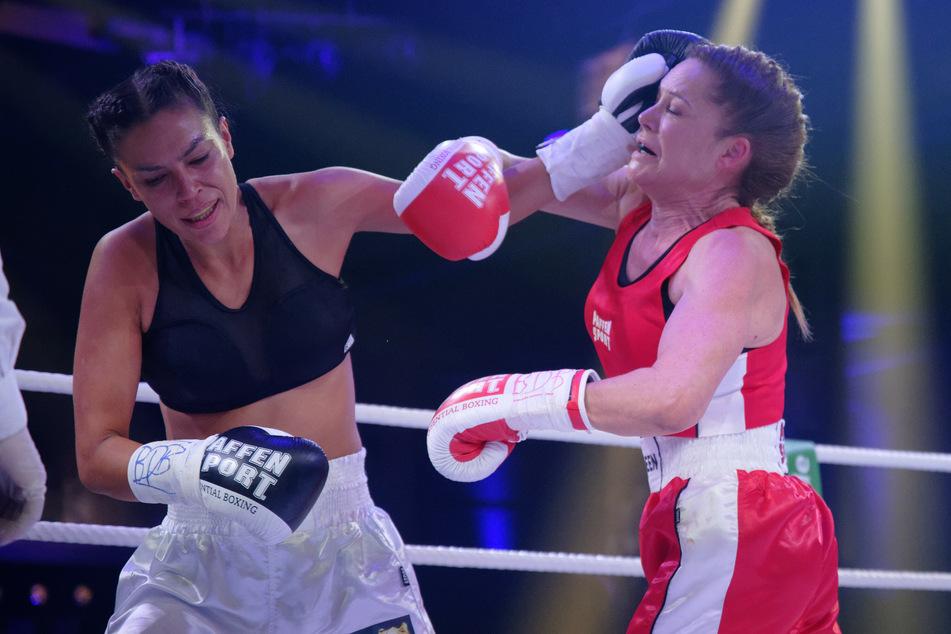 Gisele Oppermann (32, l.) gewann gegen Doreen Dietel (45).