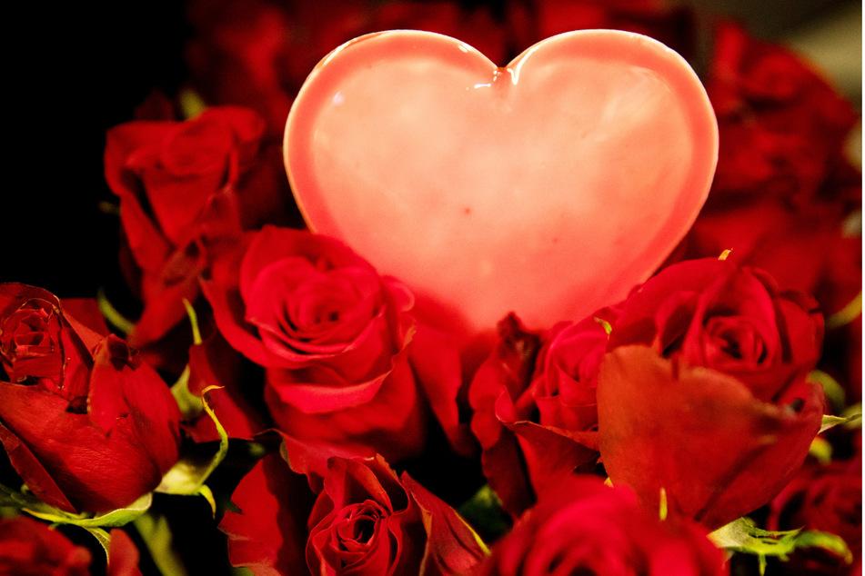 Keineswegs muss man in der Liebe den unerreichbaren Personen hinterherjagen. (Symbolbild).