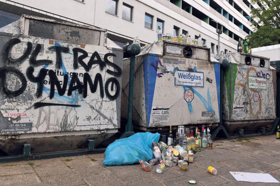 Selbst beschmierte Glas-Container helfen, Müll in den kleinen Restmüll-Tonnen zu vermeiden.