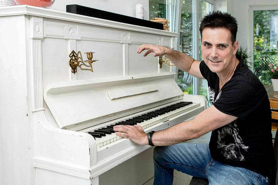 Singer-Songwriter Thomas Rodenbach komponiert auf dem Klavier, produzieren lässt er sich jedoch von Münchner DJs.