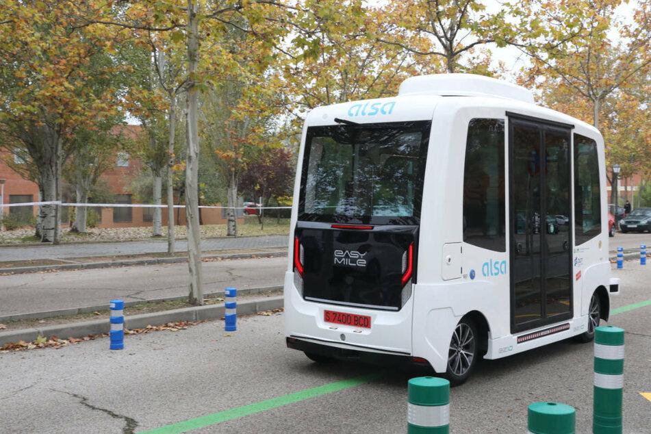 Die Teststrecke für den Minibus ist 1,3 Kilometer lang, noch wird aber ein menschlicher Operator mit an Bord sein (Symbolbild).