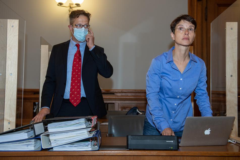 Frauke Petry (48) erschien am Dienstag mit ihrem Ehemann Marcus Pretzell (48) im Gerichtssaal in Leipzig. Sie äußerte sich während des Prozesstags nicht.