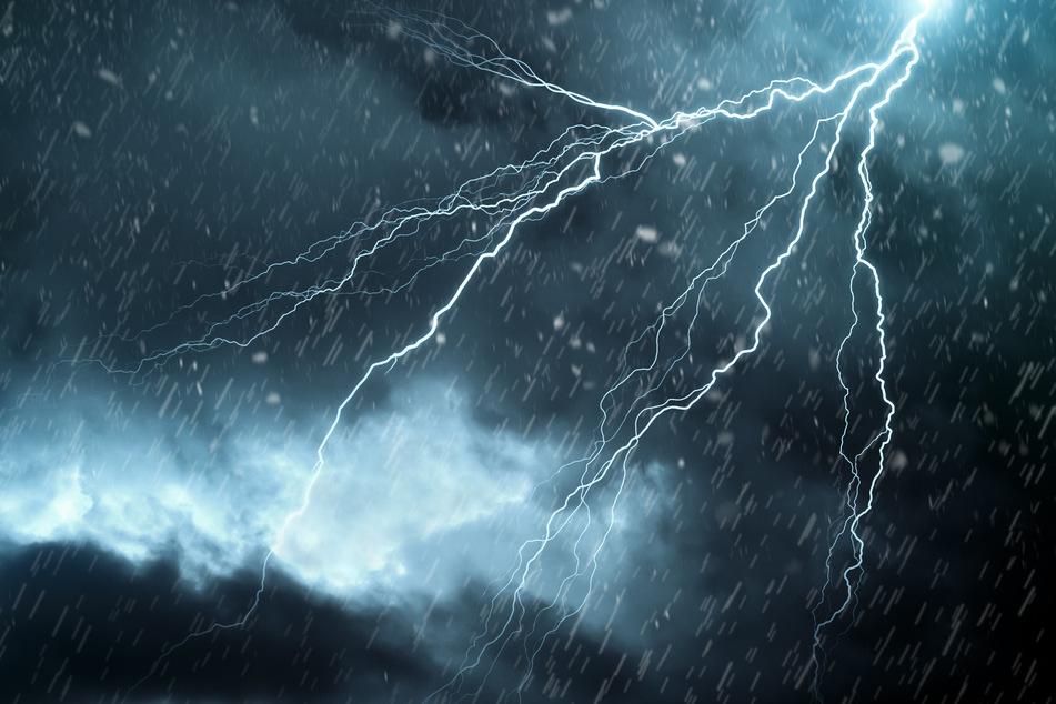 Gewitter, Starkregen und Sturm - über Sachsen braut sich ein Unwetter zusammen. (Symbolbild)