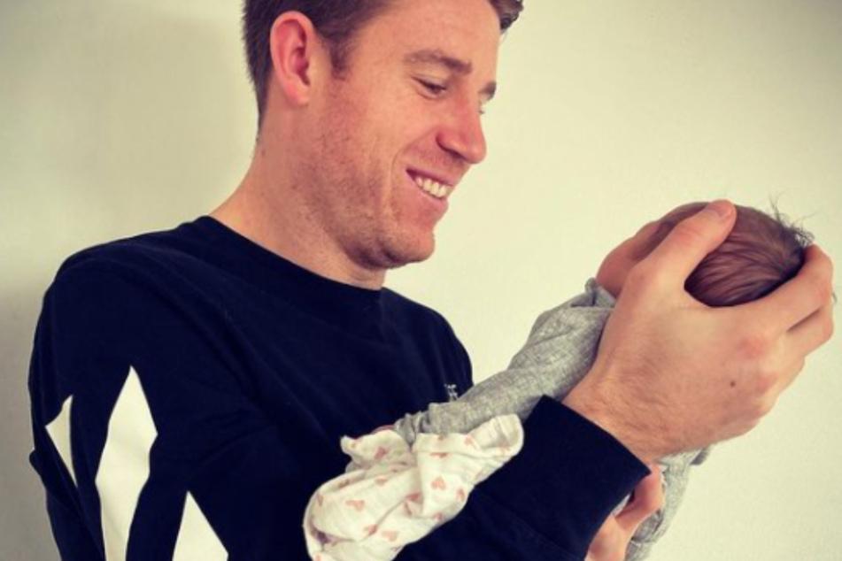 Dominique Heintz (27) ist zum ersten Mal Vater geworden.