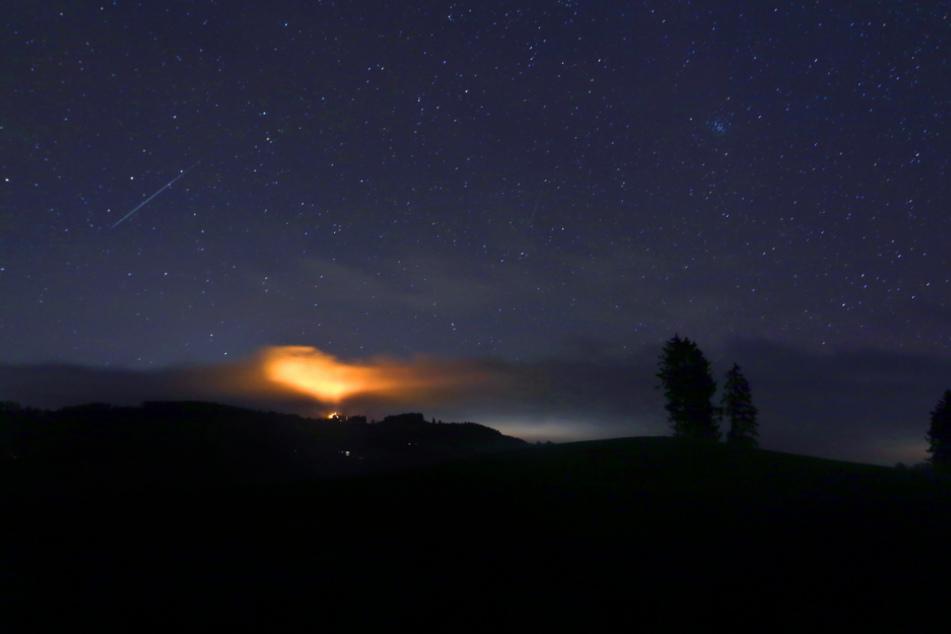 Bis zu 150 Meteoriten sind stündlich im Sternschnuppenstrom der Geminiden zu sehen.