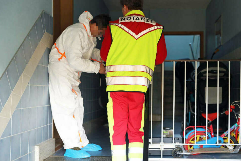 Leichen in Plattenbau gefunden, Mann gesteht Mord an Eltern