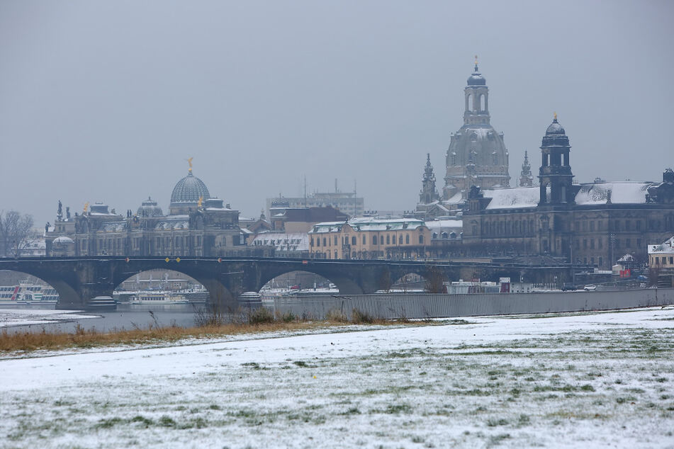 Auch in Dresden wird es eisig: Die Temperaturen sinken am Wochenende bis auf minus zwei Grad und damit unter den Gefrierpunkt. (Archivbild)