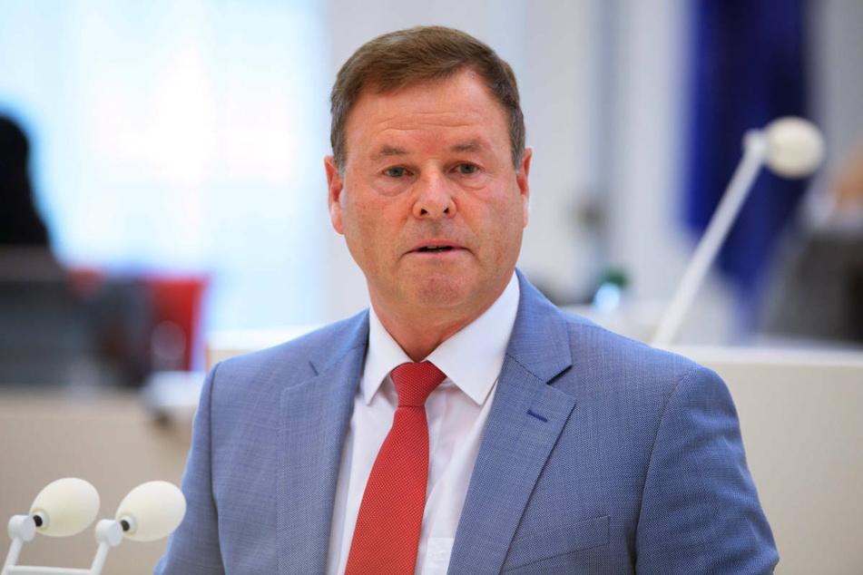 Christian Görke (59, Die Linke) ist am Samstag von seiner Partei als Brandenburger Spitzenkandidat für die Bundestagswahl nominiert worden.