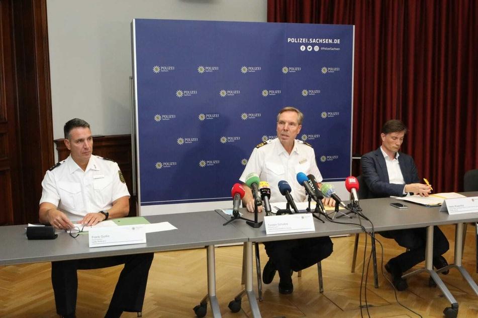 Von links: Polizeidirektor Frank Gurke, Polizeipräsident Torsten Schultze und Ordnungs-Bürgermeister Heiko Rosenthal während des Pressegesprächs am Freitag.