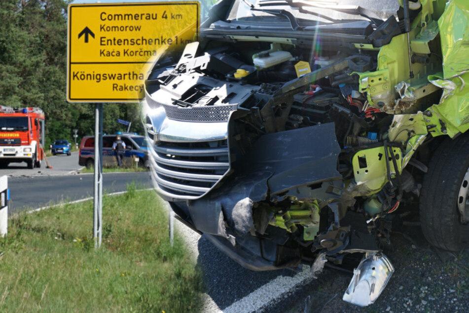 Unfall an Kreuzung: Transporter knallt mit voller Wucht in Ford