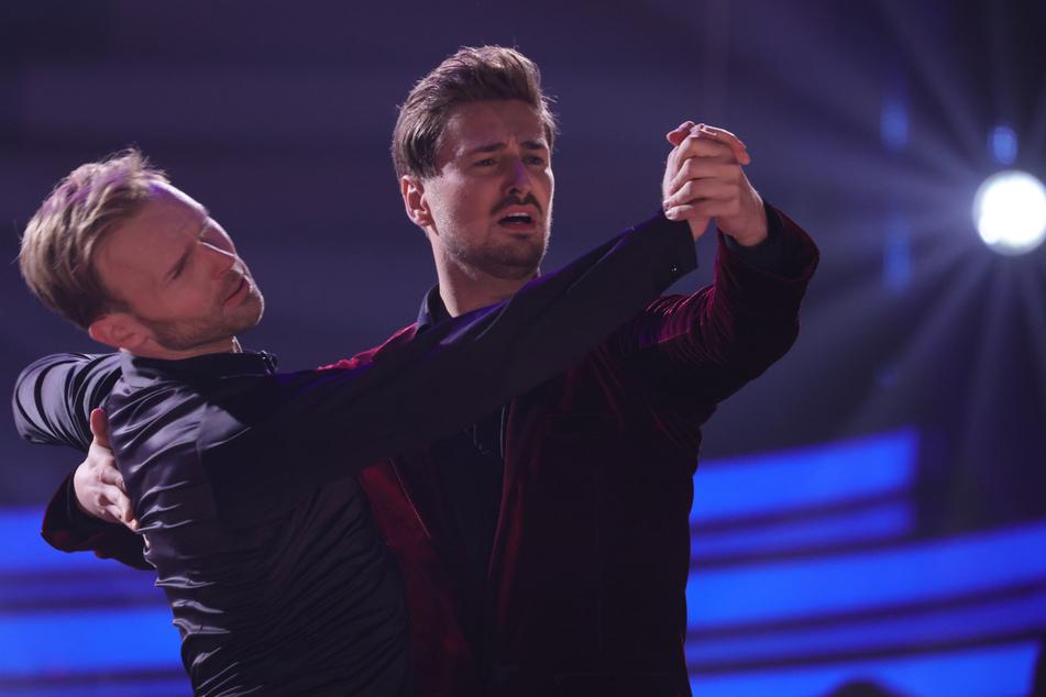 """Ex-""""Prince Charming"""" Nicolas Puschmann (29) und Vadim Garbuzov (33) präsentierten einen Langsamen Walzer und räumten damit die volle Jury-Punktzahl ab."""