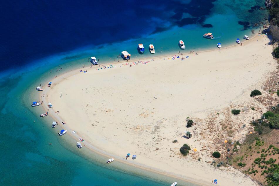 Das ist Marathonisi: Der Hotspot für Meeresschildkröten auf einer der vielen kleinen Inseln rund um Zakynthos.