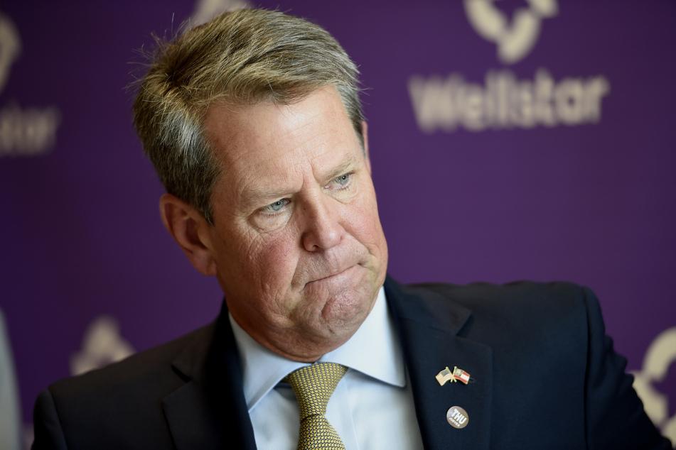 Brian Kemp (57), Gouverneur des US-Bundesstaates Georgia,hat gegen eine von der Großstadt Atlanta verordnete Maskenpflicht geklagt.
