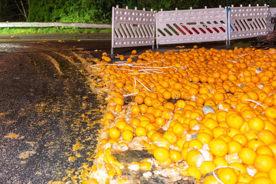 Orangen-Rätsel: Tausende vergammelte Früchte liegen auf der Straße!