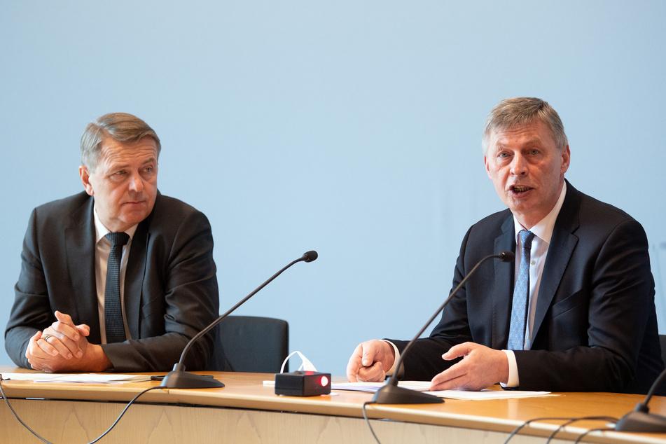 Christof Rasche (58, l.), Vorsitzender der FDP-Fraktion im NRW-Landtag, und Bodo Löttgen (61), Vorsitzender der CDU-Fraktion, sprechen über ein mögliches Lockdown-Ende.