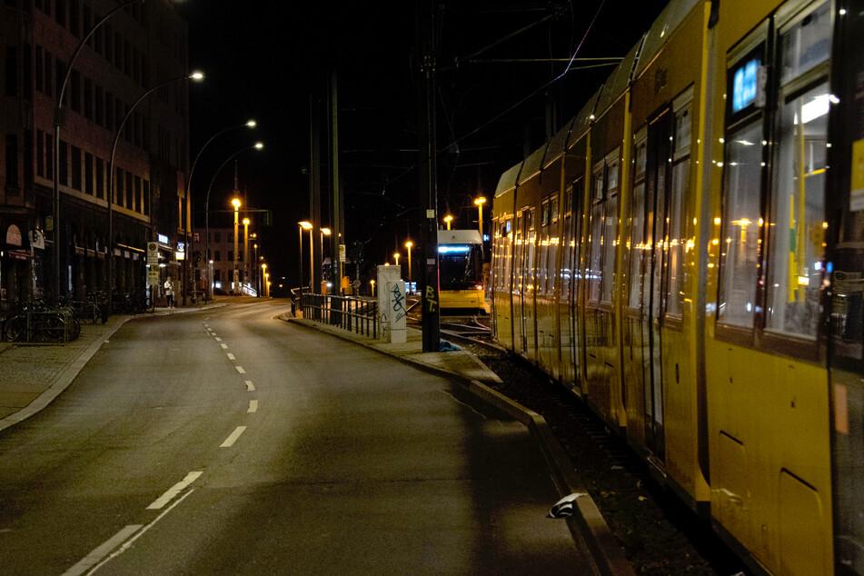 Berlin: Samstagnacht mit Ausgangssperre: So leer waren Berlins Straßen und Parks