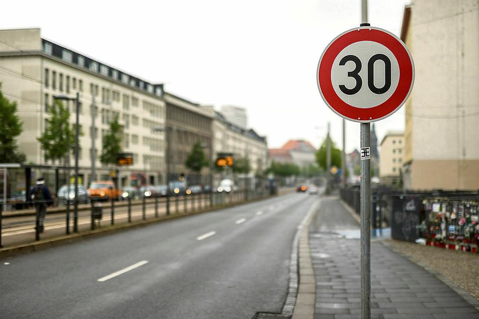 Nach monatelangem Kampf mit Eingaben und Petitionen haben Rubens Eltern erreicht, dass an der Unfallstelle nun Tempo 30 gilt.