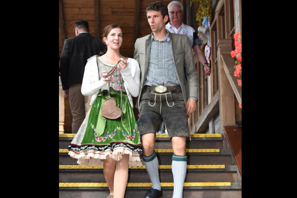 Thomas Müller und seine Frau Lisa bei einem Besuch der Münchner Wiesn im Jahr 2016.