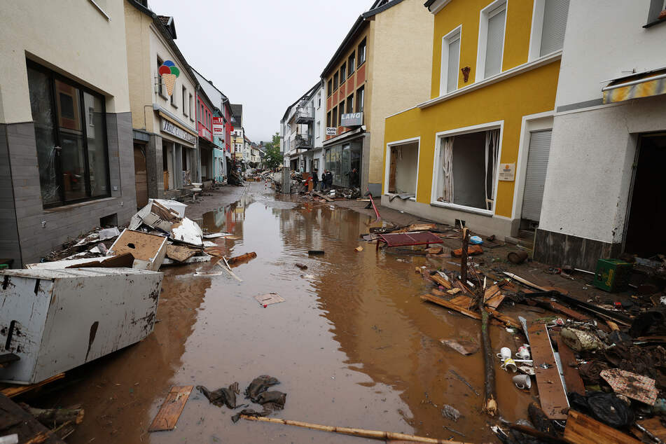 Vor allem NRW und Rheinland-Pfalz sind derzeit noch von Hochwasser getroffen.